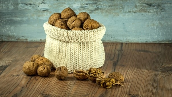 nuts_crop_bag_brown_health_background_composition_table-821747