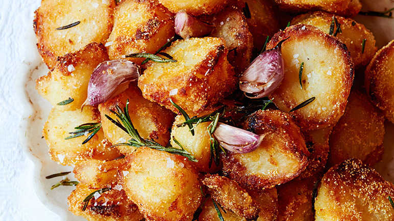 Potatoes, baked 1.00 cup (173.00 grams)Calories: 161 GI: high NutrientDRI/DV vitamin B632% copper22% vitamin C22% potassium20% manganese17% phosphorus17% vitamin B315% fiber14% pantothenic acid13%