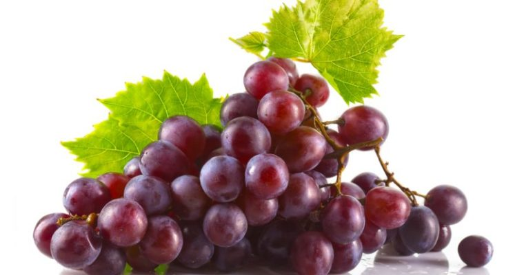 13 Amazing Health Benefits of Red Grapes