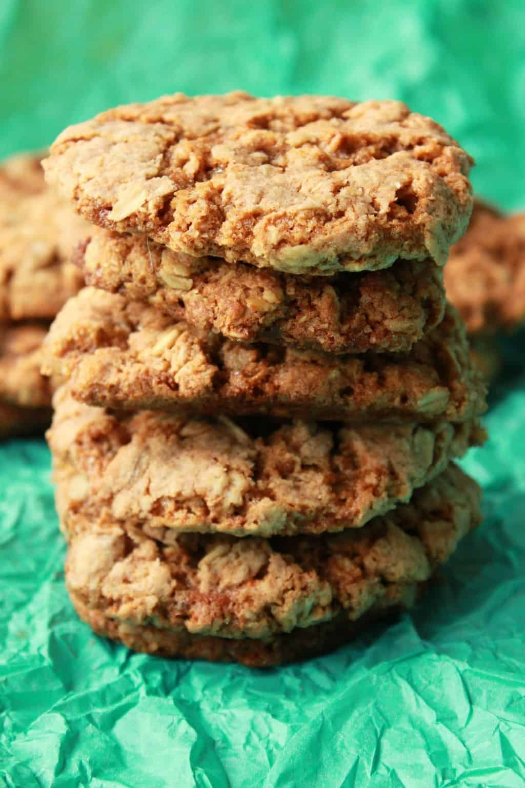 Simple Vegan Oatmeal Cookies